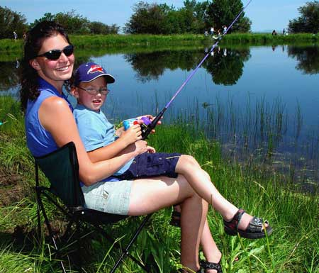 Mother and young son fishing pond / Photo Mike Demick
