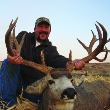 Ryan Smith 2007 Super Hunt winner with his buck November 2007